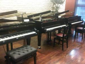 Schiera di pianoforti Yamaha