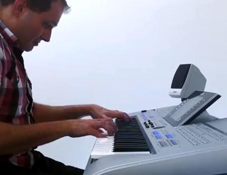 Martin Harris suona Tyros4