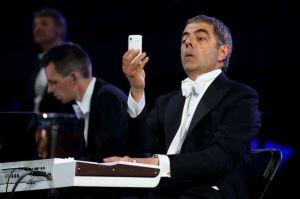 Mr. Bean alle tastiere...