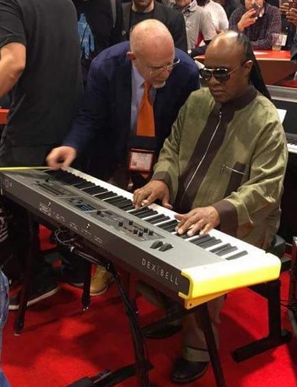 Stevie Wonder prova il nuovo Dexibell Vivo con Luigi Bruti