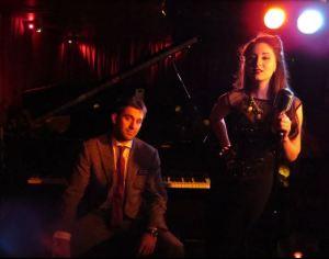 Scott Bradlee con Robyn Adele Anderson