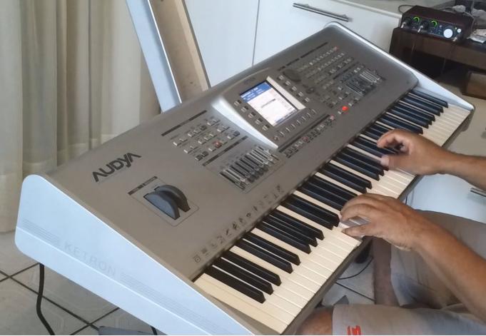 Avete mai provato a suonare una Ketron Audya?