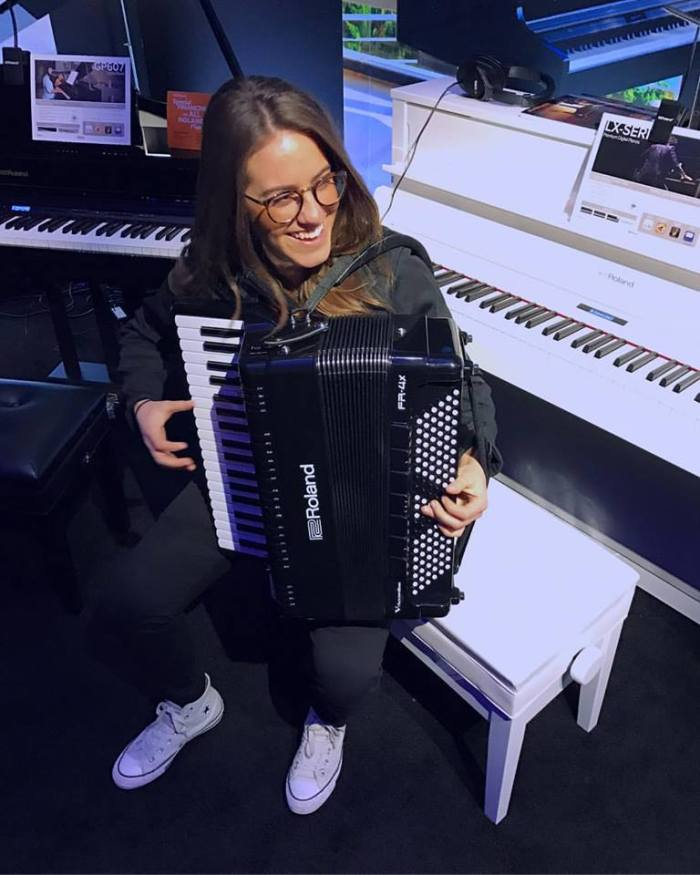 Alicia Baker presenta le fisarmoniche Roland V-Accordion al Winter NAMM 2017