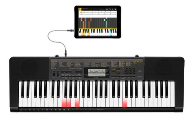 Chordana Play all'opera collegata ad una tastiera Casio della serie LK con tasti illuminati